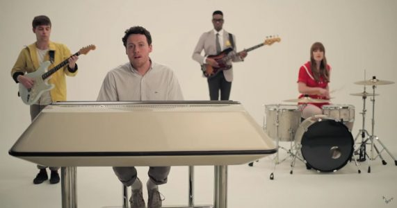 Metronomy- The Look (The English Riviera - Because Music, 2011)